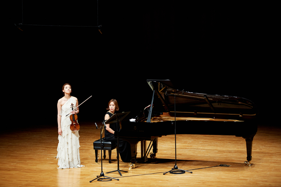 Kang and pianist Son Yeol-eum, who perform as a duo regularly, take to the stage together in 2016. Kang will attend the upcoming Great Mountains Festival in Pyeongchang, a classical music festival of which Son serves as the artistic director. [CREDIA, A&A]