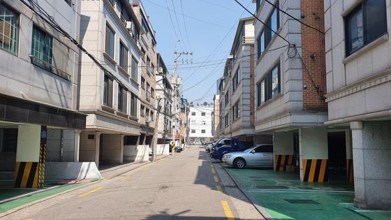 A view of villas in Songpa District, southern Seoul. [HAN EUN-HWA]