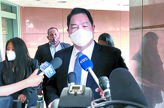 Christopher Ahn speaks to reporters after his extradition hearing in Los Angeles on Monday. [YONHAP]