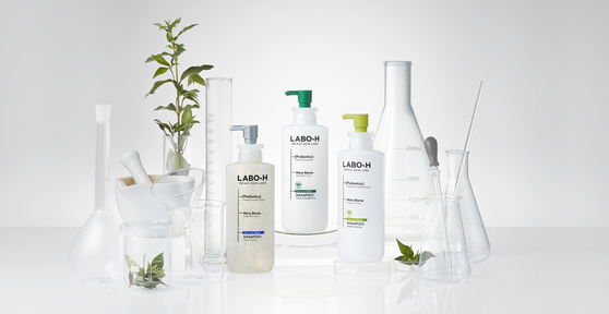 Made using green tea leaves grown on Jeju Island, Labo-H's shampoo provides thorough care for the scalp and helps to prevent hair loss. [AMOREPACIFIC]