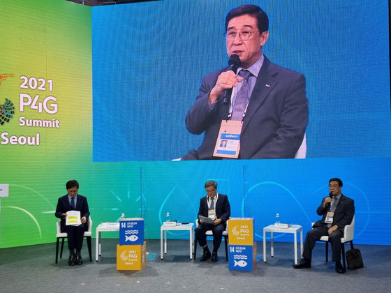 Bae Jae-hoon, HMM CEO, speaks during a session of the Green Future Week at the Dongdaemun Design Plaza in central Seoul on Wednesday. [HMM]