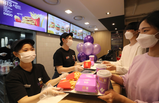 Customers purchase ″The BTS Set,″ McDonald's latest offering in collaboration with BTS, at McDonald's Coex branch on Thursday. [YONHAP]