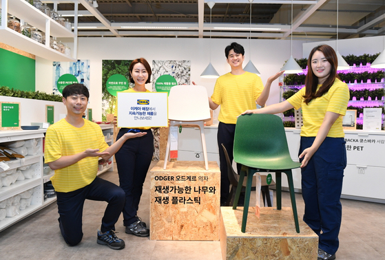 Staff at Ikea Korea, partnered with the P4G Seoul Summit, introduce sustainable home furnishing products displayed in all four branches in the country as the company aims to reduce carbon emissions and encourage sustainability. [IKEA KOREA]