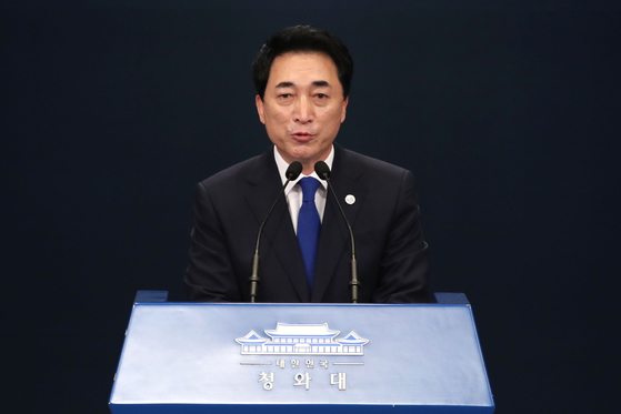 Park Soo-hyun talks to reporters at the Blue House Press Center on Friday after President Moon Jae-in named him as the new senior presidential secretary for public communications. [NEWS1]