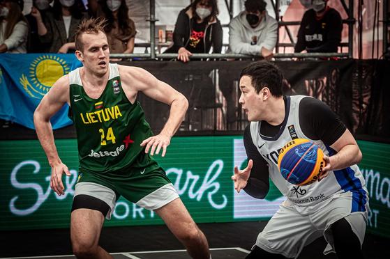 Kim Min-seob (right) [FIBA]