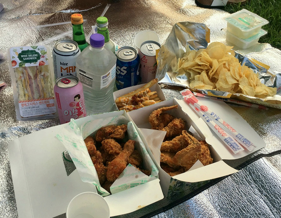 'Chimaek', or fried chicken and beer, is a popular combination for Korean youths, especially in Han River parks. [SCREEN CAPTURE]