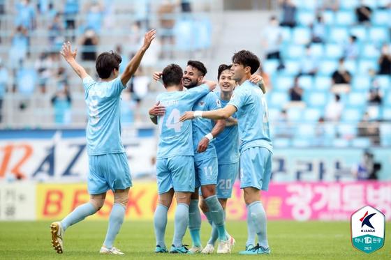Daegu FC celebrates their win against Gangwon FC on Sunday at the DGB Daegu Bank Park in Daegu. [K League]