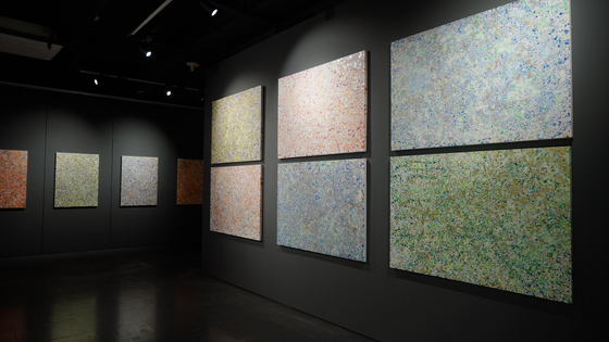 Artist Hwang Ho-sup's paintings now on view at Galerie Bhak in central Seoul. [GALERIE BHAK]