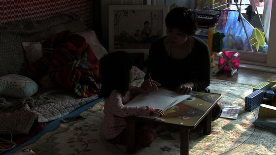 Kwon scolds her daughter when she grows frustrated while teaching her. [CINEMADAL]