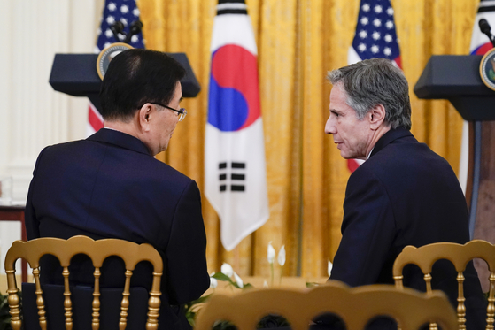Korean Minister of Foreign Affairs, Chung Eui-yong, left, and U.S. Secretary of State Antony Blinken chat before a joint news conference with President Moon Jae-in and President Joe Biden in the White House in Washington on May 21. [AP/YONHAP]