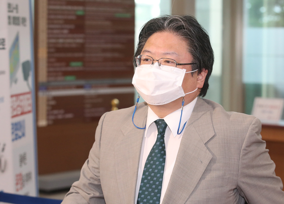 Hirohisa Soma, deputy chief of mission at the Japanese Embassy, enters the Korean Foreign Ministry in central Seoul Tuesday afternoon as Korea lodged a protest over a map including Dokdo as Japan's territory on the Tokyo Olympics website. [NEWS1]