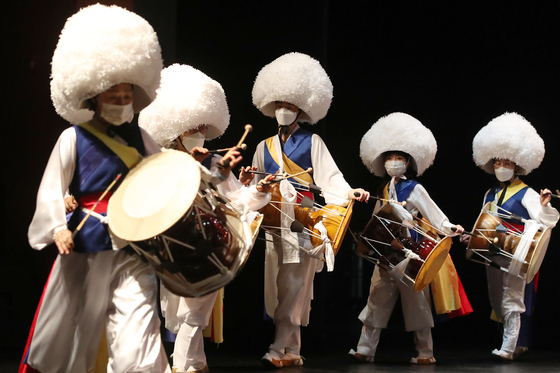 Performers, wearing masks to protect against Covid-19 infections, rehearse nongak, or traditional Korean music performed by farmers, for an opening event for the 2021 Daegu Intangible Cultural Asset Festival at Daegu Culture & Arts Center on Wednesday. [NEWS1]