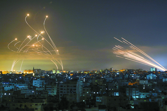 Missiles fired by the Iron Dome, Israeli's missile defense system, intercept rockets launched by Hamas, a militant group of Palestinians in Gaza on May 14. [AFP/YONHAP]