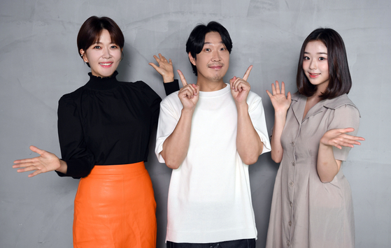 """From left: Announcer Lee Youn-ah, TV personality Ha Dong-hoon and Chaeyeon of girl group Busters, who will host the upcoming SBS children's entertainment show """"Survival Family Quiz Show Quiz Monster!"""" (translated). [SBS]"""