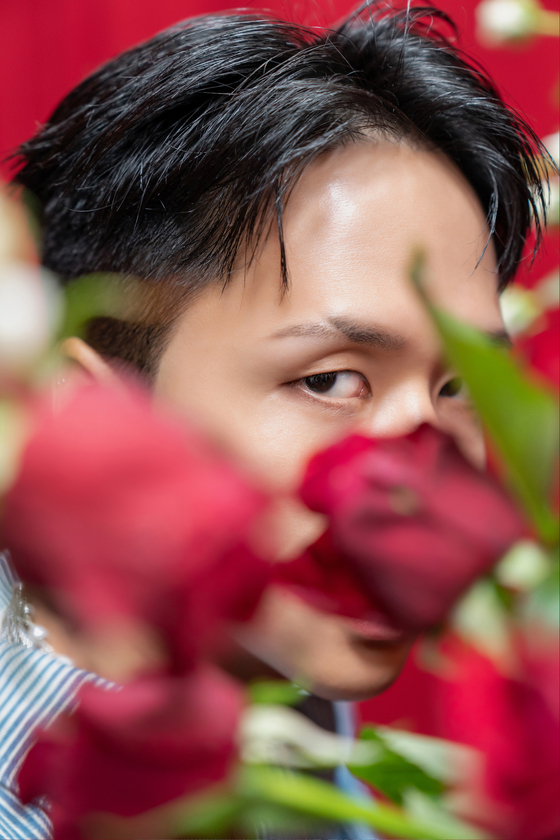 Rapper Ravi, member of boy band VIXX and head of his agency Groovlin, releases his fourth EP ″Roses″ on Thursday. [GROOVL1N]
