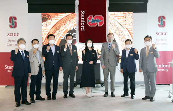 From fourth from left: Incheon Mayor Park Nam-chun, Kim So-hyeong, managing director of the Stanford Center at the Incheon Global Campus (Scigc), Michael Lepech, Scigc director, and Shin Eun-ho chair of the Incheon Metropolitan Council, pose at the Scigc opening ceremony at the Incheon Global Campus in Songdo, Incheon on Thursday. At the campus, some 10 smart city experts will research various areas of smart city development including finance and environmental sustainability. [IFEZ]