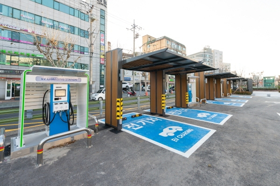 An electric vehicle charging station in Seoul. [SEOUL METROPOLITAN GOVERNMENT]