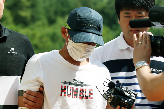 A Korean man, 36 at the time, is entering a court in Mokpo, South Jeolla, on July 8, 2019, to be trialed for an arrest warrant following his alleged beating of his Vietnamese wife. He allegedly beat his wife, who was 30 at the time, for three hours in front of their son, a 3-year-old. [YONHAP]