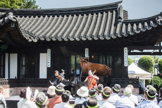A performance during the Seoul Spring Festival of Chamber Music (SSF) on May 22 at former President Yun Bo-seon's old residence in central Seoul. [SSF]