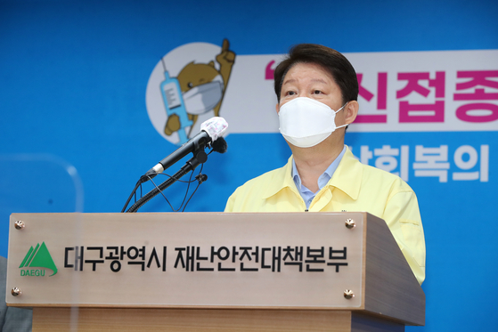 Daegu Mayor Kwon Young-jin speaks during a briefing on May 31. [NEWS1]