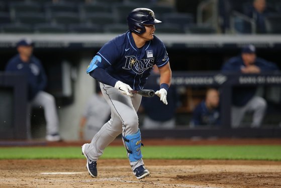 Tampa Bay Rays pinch hitter Choi Ji-man runs out an RBI infield single against the New York Yankees during the seventh inning at Yankee Stadium on Wednesday. [USA TODAY/YONHAP]
