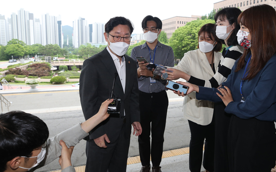 Justice Minister Park Beom-kye answers reporters' questions on Monday.  [NEWS1]