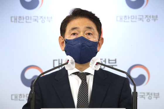 Kim Tae-eung, head of the Anti-Corruption and Civil Rights Commission's office investigating DP lawmakers' real estate affairs, speaks at a press conference at the Government Seoul Complex on Monday. [YONHAP]