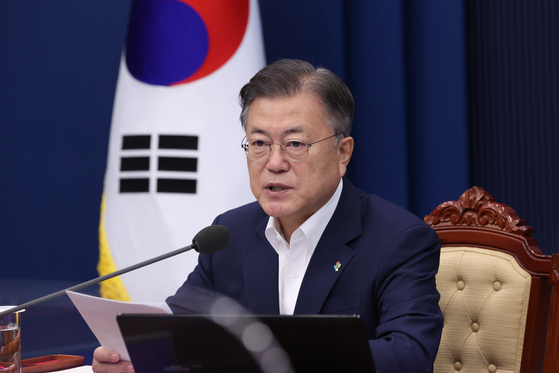 President Moon Jae-in speaks at the cabinet meeting on Tuesday at the Blue House. [YONHAP]