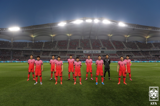 The Taeguk Warriors stand inside Goyang Stadium in Goyang, Gyeonggi before the FIFA World Cup Qatar 2022 qualifiers Group H match between Korea and Turkmenistan on Saturday. Korea won the game 5-0. [NEWS1]