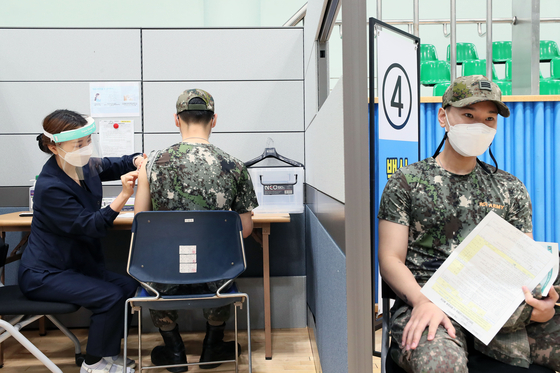 A soldier receives Pfizer's Covid-19 vaccine at a vaccination center at the Armed Forces Capital Hospital in Seongnam, Gyeonggi, on Monday. [YONHAP]