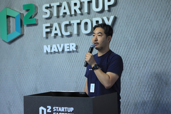 D2 Startup Factory leader Yang Sang-hwan introduces the accelerator's performance and plans during an online press conference, Tuesday. [NAVER]