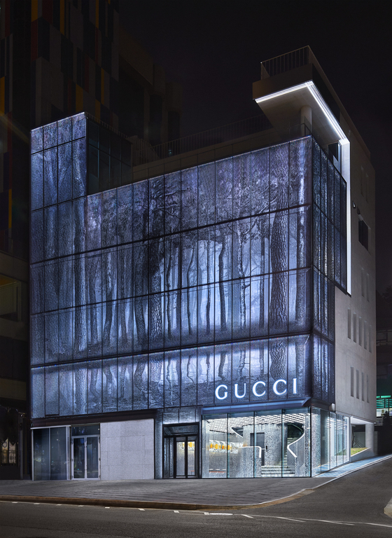 Gucci Gaok, a new flagship store of the Italian luxury brand Gucci, is in a building on Itaewon's mainstreet, which is owned by the Busan-based TK Corporation. On the basement levels of the building is Foundry Seoul, TK's new gallery business. [GUCCI KOREA]
