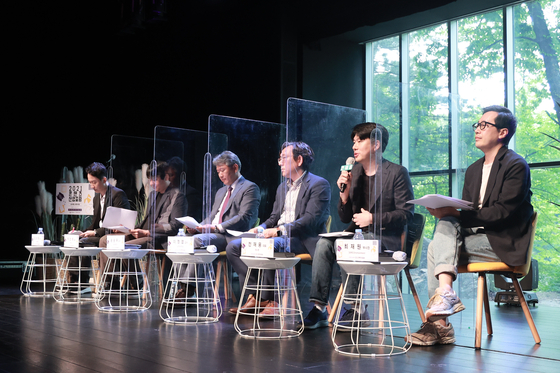 Panelists sit down for a discussion at the ″2021 Content Industry Forum″ held on Tuesday, organized by the Korea Creative Content Agency (Kocca). From left are: Professor Kim Sang-kyun of industrial engineering at the Kangwon National University; Park Chan-jae, chief producer at Aimers Entertainment; Professor Son Seung-woo of Chung-Ang University who specializes in industrial security law policy; Professor Lee Jung-yeop at the Department of Korean Culture and Contents at the Soon Chun Hyang University; Jeon Jae-woong, CEO of Anipen; Choi Seung-hyun, general manager of Didim Communication; and Choi Jae-won, Vice President of SAMG Entertainment. [KOCCA]