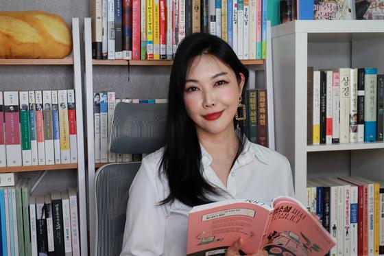 Web novelist Jeong Munee [JEONG MUNEE]