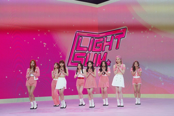 Rookie girl group Lightsum held an online showcase Thursday with their debut single ″Vanilla.″ [CUBE ENTERTAINMENT]