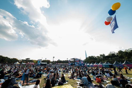From June 14, the number of people allowed to enter a concert venue will increase to 4,000 from the current 99, signaling a potential resumption of outdoor music festivals this summer. Above is a picture of the annual Grand Mint Festival. [MINTPAPER]