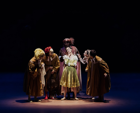 """The Korean National Ballet performs """"The Taming of the Shrew"""" by renowned choreographer John Cranko. [KNB]"""