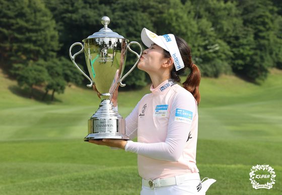 Park Min-ji celebrates her fourth win at the Celltrion Queens Masters Open at the Seo Seoul Country Club in Paju, Gyeonggi, on Sunday. [KLPGA]