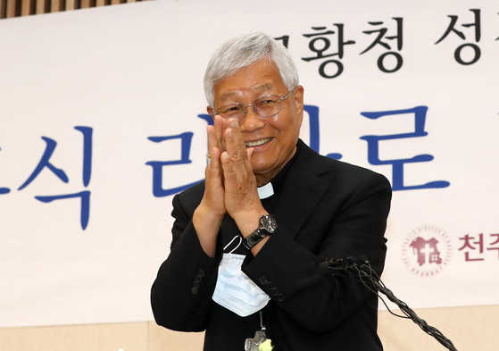 Archbishop Lazzaro You Heung-sik, who was named as the new prefect of the Congregation for the Clergy of the Holy See on Friday, speaks to reporters at a press conference in Daejeon on Saturday that he will make efforts to arrange a visit to North Korea by Pope Francis if he is given a role to do so. [YONHAP]