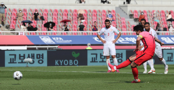 Son Heung-min scores a penalty to give Korea a 2-1 lead over Lebanon in a World Cup qualifier at Goyang Stadium in Goyang, Gyeonggi on Sunday. [NEWS1]