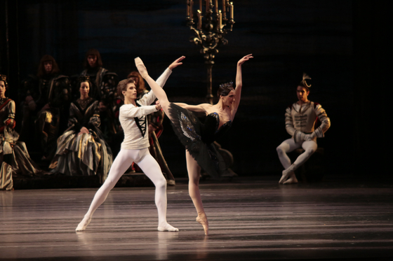 """A scene from the """"Swan Lake"""" by a company of the Bolshoi Ballet. [VINCERO]"""