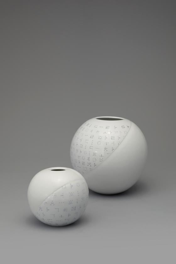 "Ceramic artist Jung Se-wook's ""White Porcelain Jar"" (2020) [TONG-IN GALLERY]"