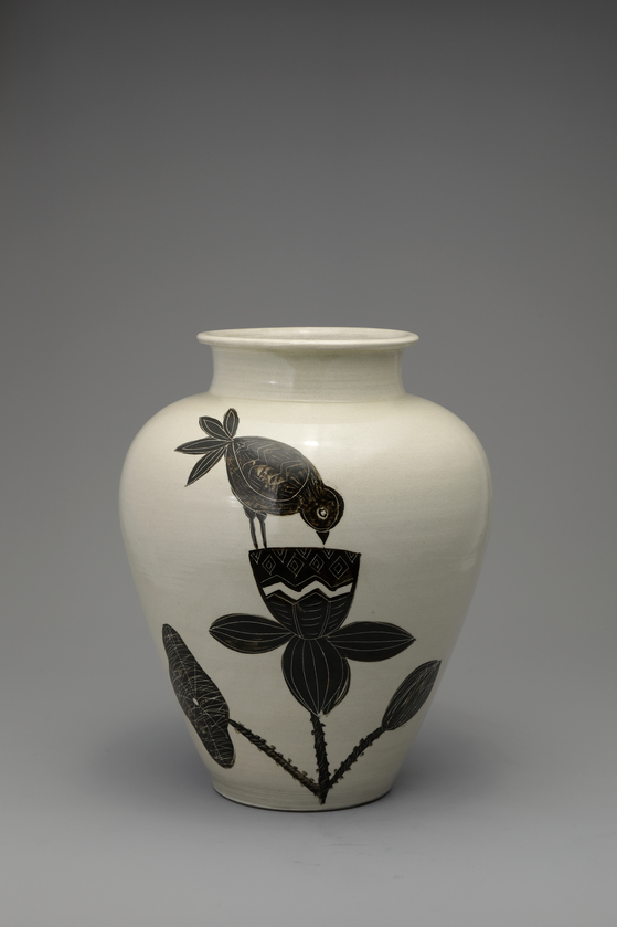 """Icheon Ceramic Craft Master Park Rae-heon's """"Flowers and Birds"""" (2010) [TONG-IN GALLERY]"""