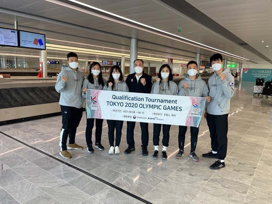 The national karate team arrives at the Paris Charles de Gaulle Airport on Tuesday to get ready for the Karate 2020 Olympic Qualification Tournament that takes place in Paris from Friday to Sunday. [KOREA KARATE FEDERATION]