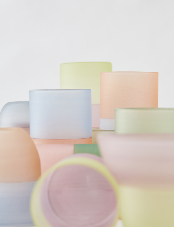 Lacquered glass cups by glass artist Youn Tae-sung and lacquer artist Jeong Eun-jin [GALLERY LVS]