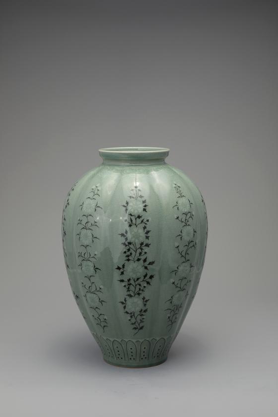 """Korean Ceramic Master Hand No. 624 Choi In-kyu's """"Celadon Porcelain Black & White Inlaid Bottle Chrysanthemum Design"""" (2020) [TONG-IN GALLERY]"""