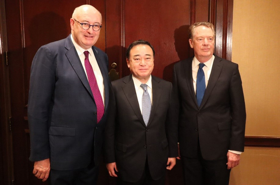 (Left to right) Phil Hogan, EU Trade Commissioner, Kaji- yama Hiroshi, Japan's Minister of Economy, Trade and Industry and Robert Lighthizer, U.S. trade representative, take a photo after signing a joint statement on reinforcing WTO regulations on industrial subsidies in Washington on Jan. 14, 2020. [JAPAN'S MINISTRY OF ECONOMY, TRADE AND INDUSTRY]