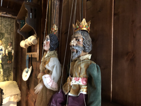 Czech marionettes are exhibited at the Seoul Museum of History through Aug. 29. [ESTHER CHUNG]