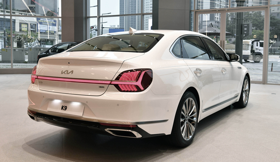 Kia's K9 sedan is on a display at the automaker's showroom in Hwaseong, Gyeonggi on Tuesday. [KIA]