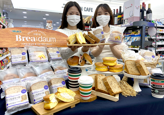 Models pose with various breads from Brea;daum, a bakery brand from 7-Eleven. [7-ELEVEN]